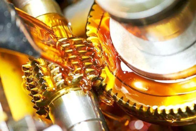 如何避免外界物质对液压油的污染?